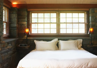 Stone Cottage Tempurpedic Bed with High Count Cotton Linens